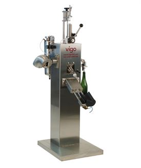 Atlas M semi-automatic disgorging, dosing and topping up machine